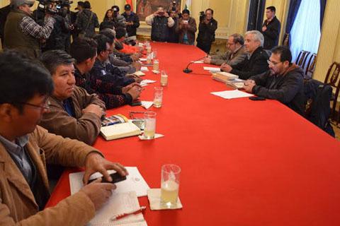 Gobierno-y-COB-reinstalan-dialogo-en-La-Paz-por-tema-Enatex