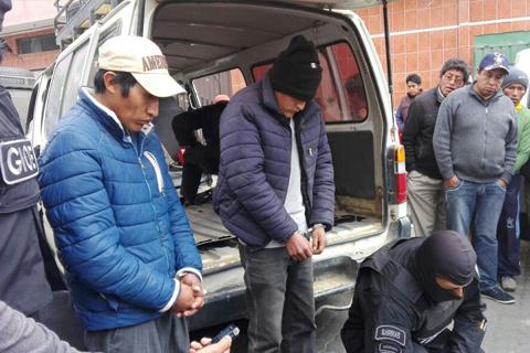 Confiscan-37,7-kg-de-cocaina-peruana-en-la-carretera-El-Alto-Puerto-Acosta
