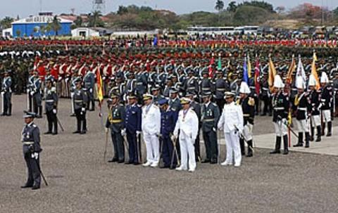 Dos-excomandantes-y-el-actual-jefe-del-Ejercito-son-procesados-por-corrupcion-