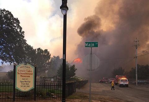 Incendio-en-California-obliga-a-evacuar-a-mas-de-82.000-personas