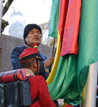 Autoridades-civiles-y-militares-conmemoran-el-Dia-de-la-Bandera