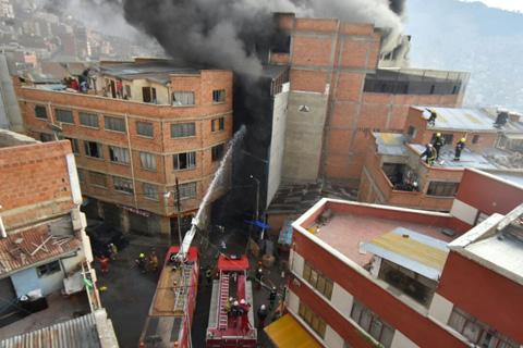 Incendio-de-magnitud-alarma-en-La-Paz