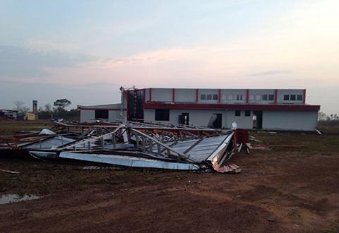 Fuertes-vientos-causan-estragos-en-Guayaramerin,-la-terminal-aeroportuaria-esta-destruida-