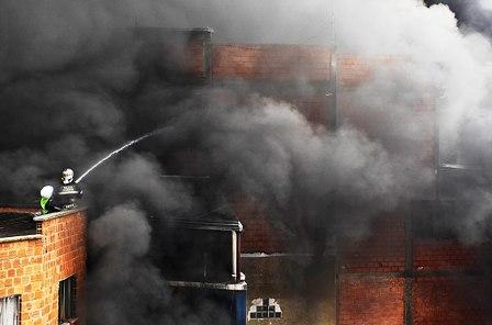 Incendio-en-La-Paz-deja-peligro-por-gases-toxicos