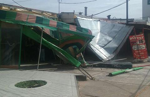 Vientos-causan-estragos-en-la-capital-crucena