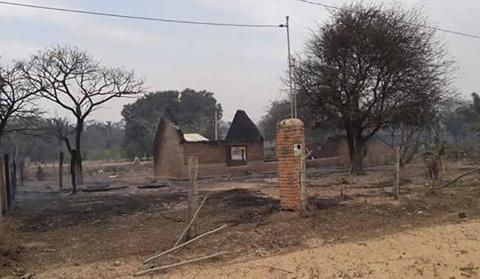 Incendio-consumio-nueve-casas-en-Santa-Rosa-del-Sara