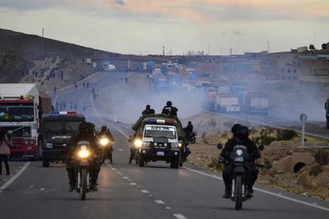 Enfrentamientos-entre-policias-y-cooperativistas-se-repite-en-Panduro-