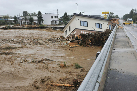El-paso-del-tifon-Lionrock-deja-11-muertos-en-Japon