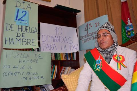 Tras-12-dias-de-huelga-de-hambre,-Felix-Patzi-es-evacuado-al-Hospital-de-Clinicas