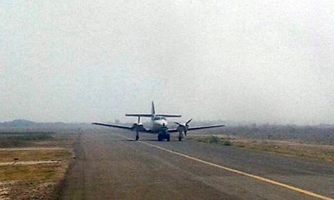Aasana-y-Bomberos-luchan-por-sofocar-fuego-en-pista-del-aeropuerto-de-Trinidad