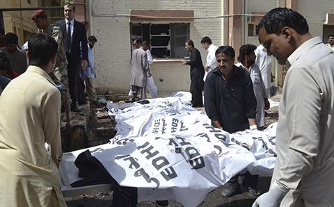 Al-menos-70-muertos-en-atentado-con-bomba-en-hospital-de-Pakistan