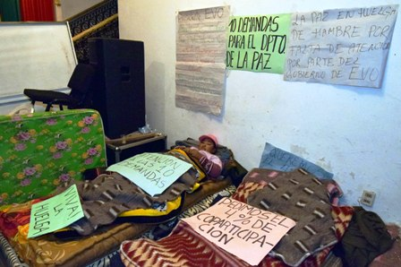La-Paz-bloquea-caminos-exigiendo-mas-recursos