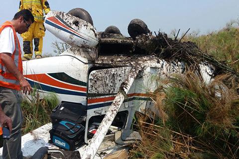 Avioneta-con-seis-pasajeros-cae-en-el-perimetro-del-aeropuerto-de-Trinidad