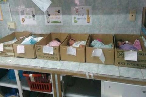 Venezuela:-Recien-nacidos-en-cajas-de-carton-por-falta-de-cunas-e-incubadoras-