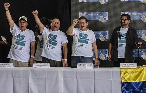 FARC-ratifica-acuerdo-para-acabar-medio-siglo-de-guerra-en-Colombia