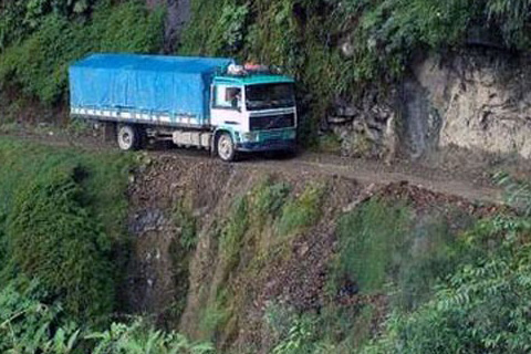 Accidente-de-transito-en-la-carretera-a-Yungas-deja-tres-personas-fallecidas
