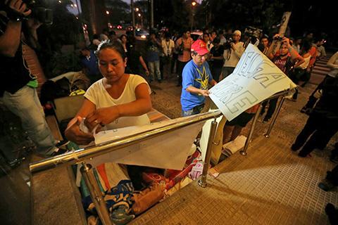 Pobladores-de-Guarayos-levantan-huelga-y-bloqueos-tras-acuerdo-con-la-Gobernacion