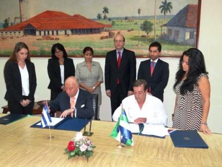 CAF-y-Cuba-firman-acuerdo-de-entendimiento