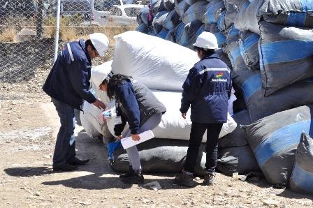 Entregan-35-toneladas-de-ropa-usada-a-fabriles