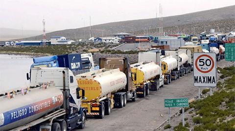 Bolivia-reclamara-a-Chile-por-paro-y-transportistas-alertan-que-1.800-camiones-estan-varados-