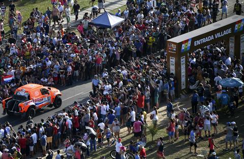 Ya-se-corre-la-primera-etapa-del-rally-Dakar-2017