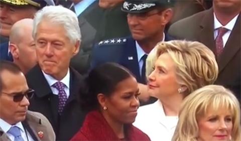 Hillary-atrapa-a-Bill-Clinton-¿mirando-a-Melania-Trump?