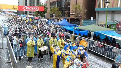 La-Paz-prepara-norma-que-restringe-el-uso-del-agua-en-Carnavales