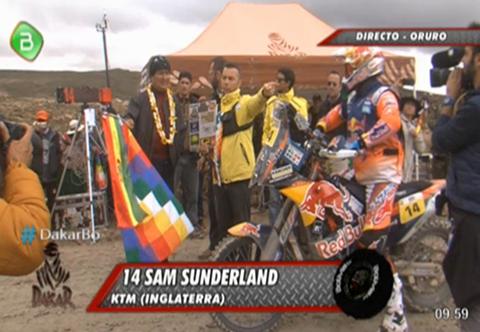 Morales-marca-la-salida-de-la-septima-etapa-del-Dakar-en-Orinoca