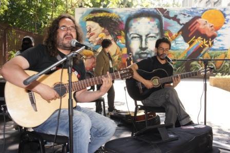 Silvio-Rodriguez-en-la-voz-del-duo-Negro-y-Blanco