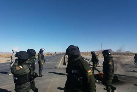 Gobierno-busca-que-policia-vuelva-a-Achacachi