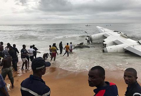 Cuatro-muertos-y-seis-heridos-deja-accidente-de-avion-en-Costa-de-Marfil