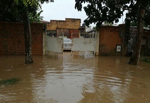 Fuerte-lluvia-causa-inundaciones-en-Trinidad
