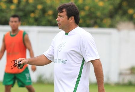 Chau-Villegas-y-Erwin-Sanchez-se-acerca
