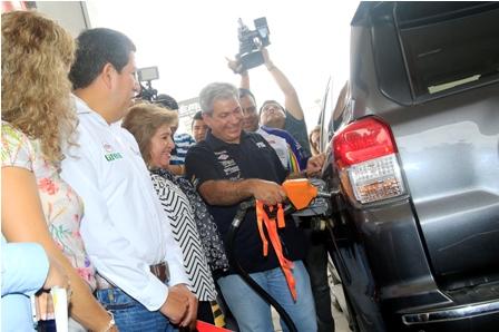Doce-surtidores-ya-venden-la-gasolina-super-Ron-91