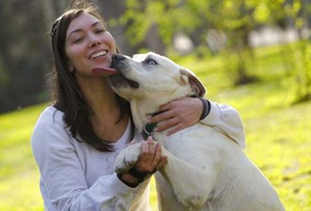 Tener-un-perro-en-casa-te-puede-ayudar-a-vivir-mas-y-mejor
