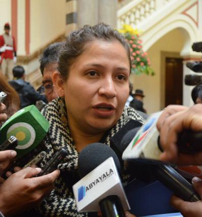 Ministra-de-Salud-pedira-al-Ministerio-de-Trabajo,-declarar-ilegal-el-paro