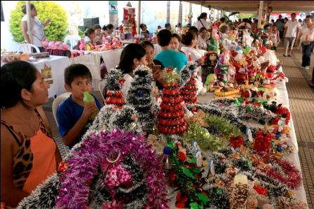 Feria-navidena-con-exito-en-la-Manzana-Uno
