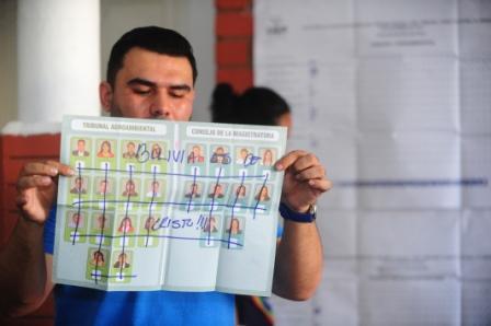 Voto-nulo-se-impone-en-elecciones-judiciales