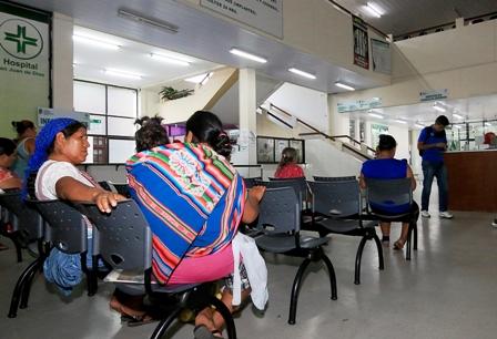 Pacientes-piden-solucion-al-paro-medico-que-lleva-12-dias