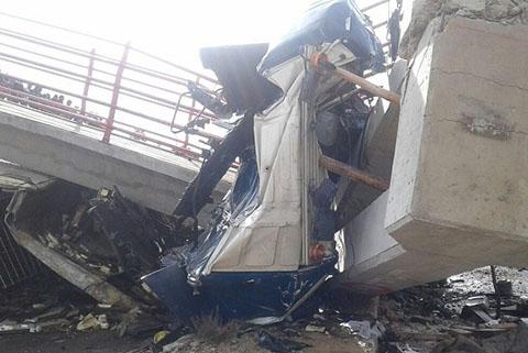 Choque-de-un-camion-contra-un-puente-deja-dos-muertos