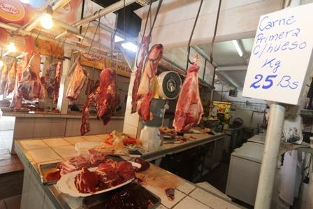 Carniceros-de-mercados-crucenos-en-alerta-por-multas-del-SIN