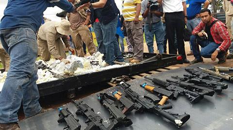 Aduana-incauta-fusiles-y-pistolas-de-alto-costo