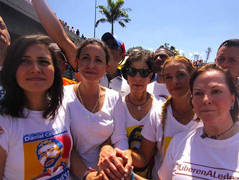 Cientos-marchan-en-Caracas-para-exigir-liberacion-de-opositor-Leopoldo-Lopez