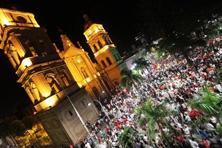 Santa-Cruz-festeja-el-21F-con-grito-del-respeto-al-voto