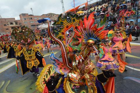 Oruro-ya-muestra-el-esplendor-de-su-Carnaval-al-mundo