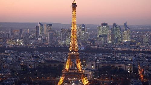 La-Torre-Eiffel-estara-protegida-por-un-muro-de-cristal-antibalas