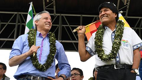 Evo-entrega-Ley-de-Coca-y-dice-a-la-comunidad-internacional-que-Bolivia-toma-decisiones-soberanas