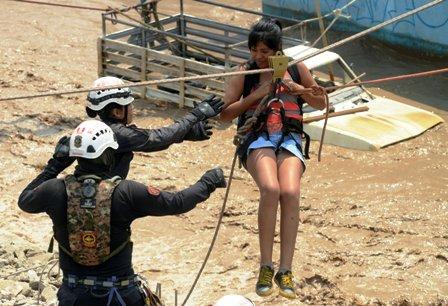 Dramatico-rescate-tras-aludes-en-Peru-