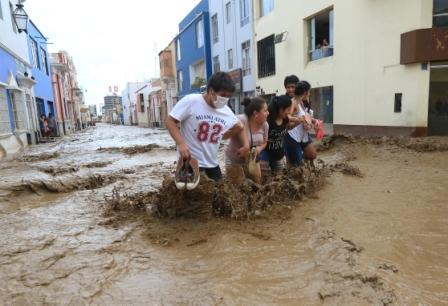 Peru-intenta-salir-del-lodo-pero-las-lluvias-arrecian