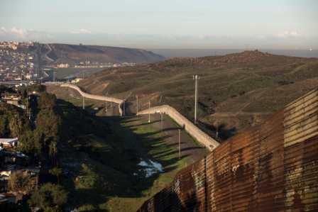 Muro-de-Trump-sera-de-9-metros-de-alto